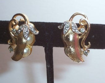 Vintage Crown Trifari Pea Pod Clip On Earrings with Faux Pearls