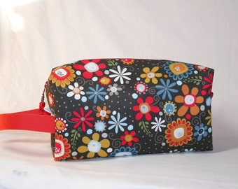 Charcoal Daisies Project Bag