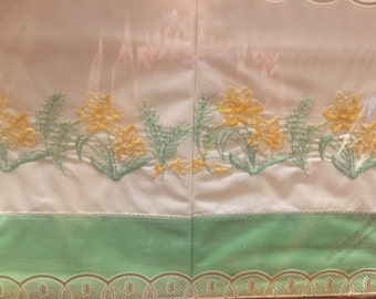 Vintage pillowcases embriodered pillowcases green and yellow dafadil floral shanny chic original packaging Cottage Farmhouse