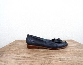 vintage PREPPY 9 west NAVY fringe leather loafers - size 8
