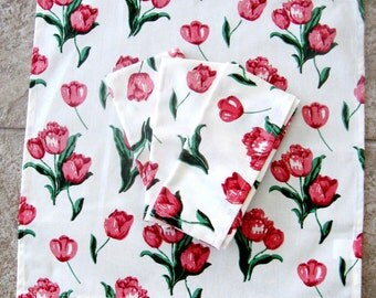 Vintage Cloth Napkins Tulips Red Pink Green Set of Four
