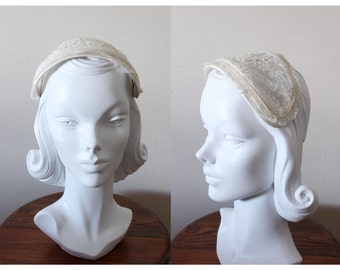 1950s Hat / Vintage White Pearl & Lace Bridal Headpiece / White Lace Half Hat