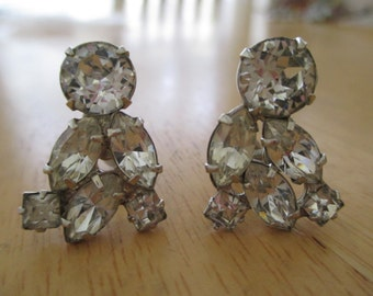 Vintage costume jewelry  /  rhinestone screw back earrings