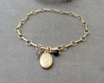 Gold Locket Bracelet, Gold Oval Locket, Heavy Gold Chain, Vintage Charm Bracelet, Chunky Chain Gold, Small Gold Locket, Gold PictureLocket