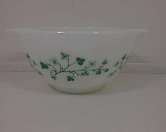 Vintage Pyrex Green Ivy Cinderella 1-1/2 Pint Mixing Bowl