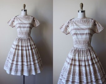 1950s Dress - Vintage 50s Dress - Chocolate Cream Atomic Border Print Full Skirt Cotton Sundress XS - UFO Dress