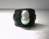 Adjustable Black leather  ring with natural pearl. Statement leather ring.