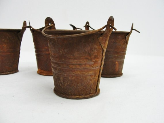 Mini rusty metal buckets small rustic buckets set of 4 for Rustic galvanized buckets