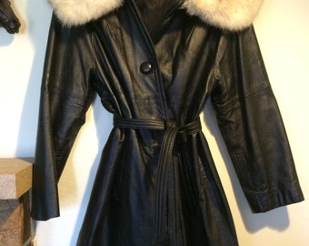 SALE Stunning Vintage 70s Black Leather Huge Artic Fox Ladies Jacket Coat Size Large