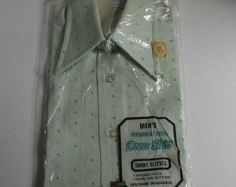 1970s Kmart mint green print button down short sleeve shirt Hipster NOS size 14 1/2 or small