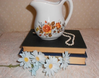 USA Creamer White with flowers