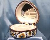 Daisy Sunflower Motif Snap-Close Jewelry Box