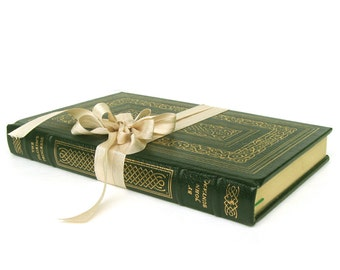Pilgrims Progress by John Bunyan, Leather Edition, Easton Press Edition, Christian Book, Vintage Edition, Christian Wedding Decor,Green Book