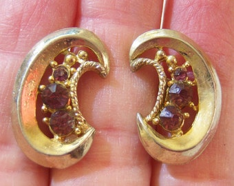 vintage Coro gold tone with red rhinestones screw on earrings1114D, wear, repurpose, craft