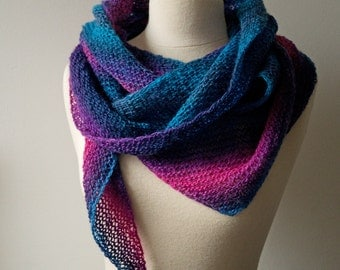 Knitting PATTERN - Reversible scalene triangle scarf