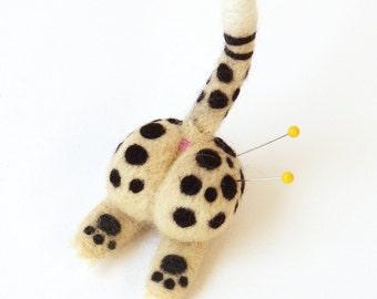 Felt animal butt magnet : needle felted cat butt pin cushion - cheetah, funny fridge magnet, gift for cat lovers