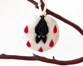 Fabric Halloween ornament : needle felted black bat and blood drops on linen, cute goth decor, small gift