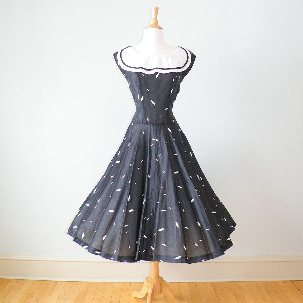 Thursday Finds - Vintage Dress Edition!