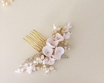 Urvashi Bridal hair comb, Pearl Hair comb, White Flower Hair comb, Modern Wedding