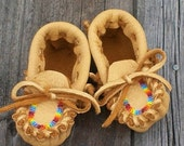 ON SALE Beaded baby moccasins ,  Leather baby moccasins Infant moccasins