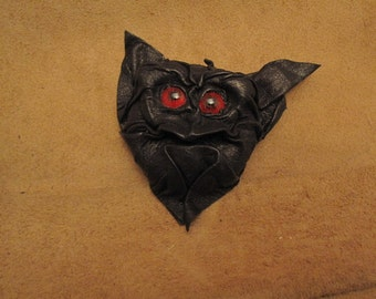 Grichel leather magnet - black with red eyes