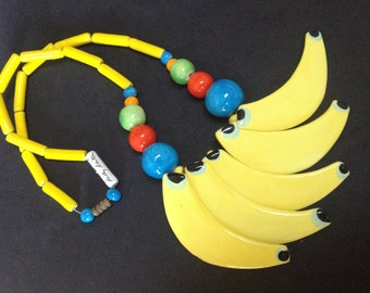 Ceramic Bananas Necklace – Signed Sally Seiter Amazon Ice Parrot Pearls 1970s Jewelry
