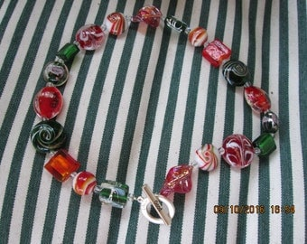 459  Red and green glass handmade beaded necklace