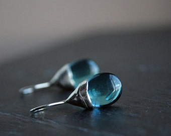 gorgeous teal quarts drops and sterling silver dangle earrings