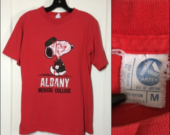 Vintage 1980's Snoopy Albany Medical College New York T-shirt size Medium 19x26.5 med school doctor surgeon red Artex
