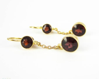 Vintage Garnet Earrings, Graduated Double Drop Garnet Earrings in 14 Carat Yellow Gold. Mid 20th Century Bezel Set Dangle Earrings.