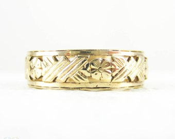 Floral Pierced Wide Wedding Ring, Ladies 9 Carat Yellow Gold Filigree Flower Wedding Band, Mid 20th Century, 1950s. Size L.5 / 6.