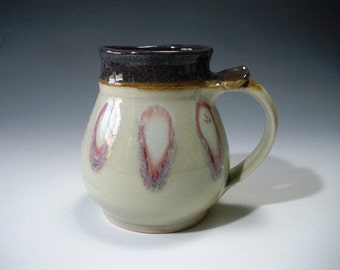 Mug with pink feathers on porcelain