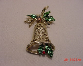 Vintage Gerry's Christmas Holly Bell  Brooch  16 - 356