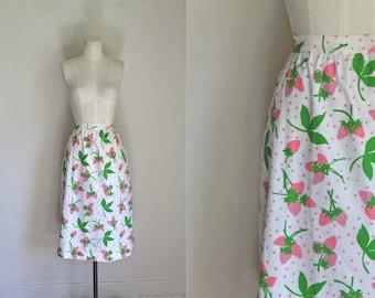 vintage vested gentress skirt - STRAWBERRY PICKING novelty print skirt / M