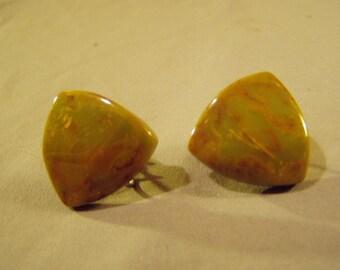 Vintage 1940s Bakelite Catalin Plastic Screw Back Earrings Domed Triangles Olive Green 8706