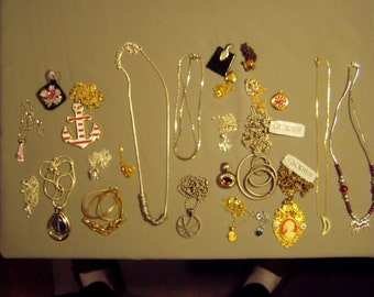 Vintage Lot Costume Jewelry Necklaces Pendants 2 Lockets Art Glass Slide Charms Faux Cameo 8375
