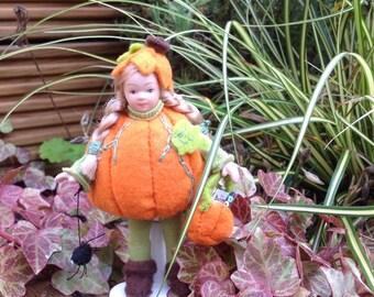 Dolls House Miniatures - 1/12th Pumkin dressed girl doll