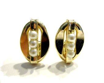 Vintage Gold Pearl Clip Earrings Vintage Formal Wedding Jewelry Her for Mom Under 5 Jewelry Gift Idea