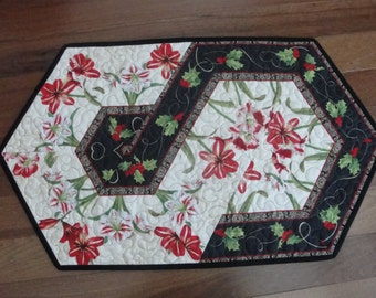 Christmas Red Flower Green Holly Leaf Quilted Table Runner Quiltsy Handmade