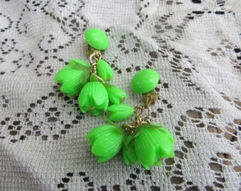 Spring Green Acrylic Clip on Dangle Vintage Earrings Bright and Springy Bright Green Dangle Tulip Earrings