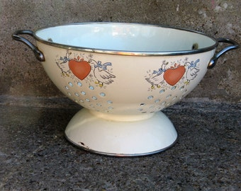 enameled colander food strainer 1980s kitsch country ducks farmhouse kitchen french farmhouse rustic