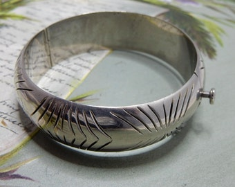 Incised Sterling Silver Hinged Bangle Bracelet     NBC34