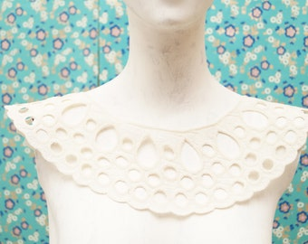 Cream eyelet lace collar - vintage inspired applique