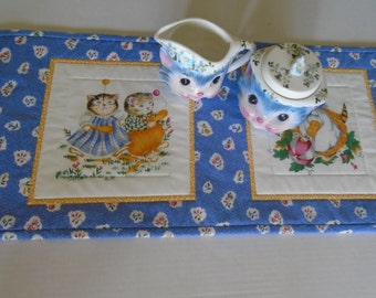 Blue Quilted Table Runner with Kitties, Kitty Quilted Table Topper, Kitty Dresser Scarf, Retro Vintage Cats Table Runner, Table Quilt
