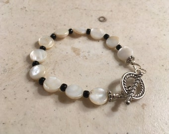 Mother of Pearl Bracelet - Black and White Jewelry - Silver Jewellery - Fashion - Trendy - Eclectic
