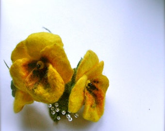 Felt brooch Pansy flowers - Handmade- Felt brooch- Wool brooch/ ready to ship