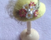 Handmade 1/12th scale dollshouse miniature green felt hat