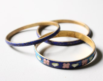 3 cloisonne bangle bracelets - hearts & bows / 70s Chinese enamel bangles - artisan signed jewelry / cobalt blue - brass enamel bangles
