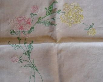 """Vintage Linen Runner - Dresser Scarf, Embroidered Roses, 15"""" x 35"""", 1950s Shabby Chic, Boho"""