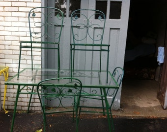 Green Vintage Wrought Iron Table and 4 Chairs